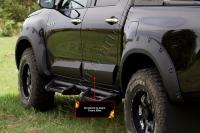 Молдинги на двери Toyota Hilux 2015-