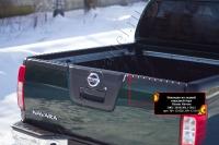 Накладка на задний откидной борт со скотчем Nissan Navara 2011-2015